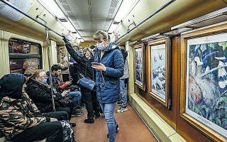 Ο Ρώσος υπουργός Οικονομικών Μαξίμ Ρεσέτνικοφ ανακοίνωσε χθες ότι η κυβέρνηση θα υποβαθμίσει την πρόβλεψή της για τον ρυθμό ανάκαμψής της από την προηγούμενη εκτίμηση για 3,3%, εφόσον είναι μικρότερη από τις εκτιμήσεις η ύφεση που έχει προηγηθεί.