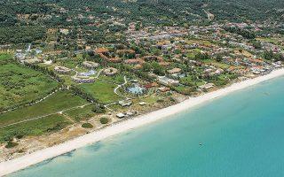 Στην Κέρκυρα, τα νέα ξενοδοχεία, που βρίσκονται στην Αχαράβη, θα αποτελέσουν μέρος ενός μεγαλύτερου παραθαλάσσιου resort έκτασης 350.000 στρεμμάτων, με παραλία μήκους 1.000 μέτρων, που θα φέρει την ονομασία Grecotel Costa Botanica.