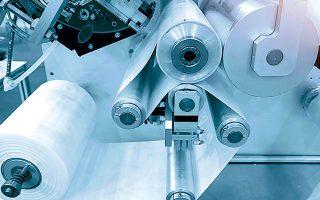 Οι ελλείψεις πρώτων υλών είναι ιδιαίτερα εμφανείς στην παραγωγή συσκευασιών για τρόφιμα, αλλά και για τον ιατρικό τομέα (φωτ. Shutterstock).