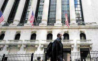 Ο Dow Jones πριν από το κλείσιμο είχε πτώση 0,13% και ο S&P 500 έτεινε προς νέα επίπεδα ρεκόρ χάρις στις μετοχές των ομίλων ενέργειας και λιανεμπορίου.