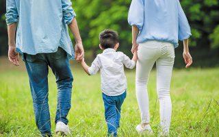 Το σχέδιο νόμου προτάσσει την ισότητα των γονέων, εισάγει τον θεσμό της διαμεσολάβησης, προβλέπει διευρυμένη επικοινωνία με τον γονέα που δεν ζει μαζί με το παιδί και προαναγγέλλει άμεση επιμόρφωση των δικαστικών λειτουργών (φωτ. SHUTTERSTOCK).