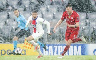 Eικόνες... Δεκεμβρίου στο Μόναχο. Παρά τον απριλιάτικο χιονιά, Μπάγερν και Παρί προσέφεραν γκολ και θέαμα με τη γαλλική ομάδα να επικρατεί 3-2 (φωτ. AP).