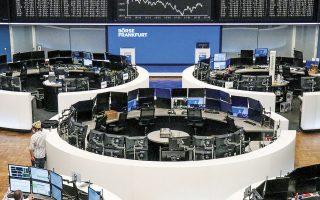 Ο πανευρωπαϊκός Stoxx 600 υποχώρησε 0,22% στις 434 μονάδες, ο FTSE 100 στο Λονδίνο κινήθηκε υψηλότερα 0,91% στις 6.885 μονάδες, ο DAX 30 στη Φρανκφούρτη (φωτ.) σημείωσε πτώση 0,24%, στις 15.176 μονάδες.