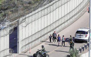 Η μελέτη της FWD.us δίνεται στη δημοσιότητα σε μια στιγμή κατά την οποία η κυβέρνηση Μπάιντεν σχεδιάζει την αναμόρφωση της μεταναστευτικής νομοθεσίας στις ΗΠΑ.
