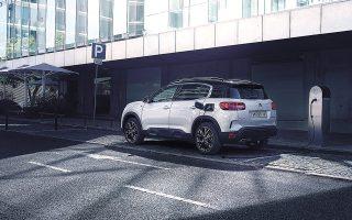 Η φόρτιση της μπαταρίας του Citroën C5 Aircross Plug-in Hybrid διαρκεί από 2 έως 7 –στη χειρότερη περίπτωση– ώρες.
