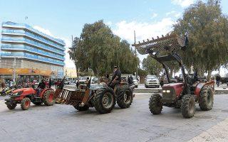 Συγκέντρωση διαμαρτυρίας από αγρότες και κτηνοτρόφους για τους δασικούς χάρτες, στο Ηράκλειο, τον Μάρτιο (φωτ. INTIME NEWS).