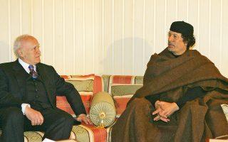 Η προγραμματισμένη συνάντηση Καντάφι - Παπούλια καθυστέρησε 7 ώρες λόγω των απίστευτων μέτρων προστασίας του Λίβυου δικτάτορα.