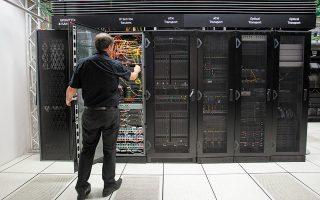 Μέσω του Κέντρου Διαλειτουργικότητας, δηλαδή του κεντρικού κόμβου παροχής σύγχρονων ηλεκτρονικών διαλειτουργικών υπηρεσιών από το Δημόσιο, με ασφάλεια και αξιοπιστία αντλούν στοιχεία περισσότεροι από 350 φορείς.