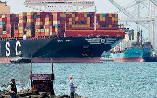 Τα καινούργια συμβόλαια που υπογράφουν ορισμένες από τις μεγαλύτερες εισαγωγικές επιχειρήσεις των ΗΠΑ καταδεικνύουν πως το κόστος των θαλάσσιων μεταφορών, που εκτινάχθηκε λόγω της πανδημίας και των ελλείψεων που αυτή προκάλεσε, αναμένεται να παραμείνει σε υψηλά επίπεδα (φωτ. A.P.).