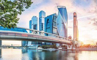 Ο Ρώσος πρόεδρος έχει δώσει εντολή στην κυβέρνηση να επιλέξει ανάμεσα σε σειρά επενδυτικών σχεδίων που καλύπτουν από γέφυρες και λιμάνια μέχρι τρένα υψηλής ταχύτητας. Πρόθεσή του να αντλήσει κεφάλαια από το κρατικό επενδυτικό ταμείο της χώρας (φωτ. Shutterstock).