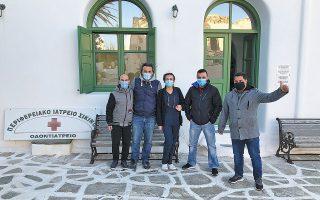 Η ιατρική ομάδα με τον δήμαρχο Β. Μαράκη.