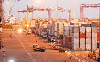 Στόχος της Κίνας είναι να μειώσει την εξάρτηση της οικονομίας της από τις εξαγωγές και οι καταναλωτικές δαπάνες να αποτελέσουν την ατμομηχανή της οικονομικής ανάπτυξης (φωτ. Reuters).