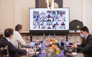 «Προχωράμε βήμα βήμα και αφού κάθε εβδομάδα, σε συνεργασία με τους ειδικούς, αξιολογούμε τα δεδομένα», τόνισε ο πρωθυπουργός κατά τη χθεσινή συνεδρίαση της Κοινοβουλευτικής Ομάδας της Ν.Δ. (φωτ. ΑΠΕ-ΜΠΕ / ΓΡΑΦΕΙΟ ΤΥΠΟΥ ΠΡΩΘΥΠΟΥΡΓΟΥ / ΔΗΜΗΤΡΗΣ ΠΑΠΑΜΗΤΣΟΣ)