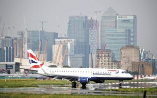 Η διοίκηση της British Airways αναφέρει ότι τα σχέδια της κυβέρνησης Τζόνσον να αποκαταστήσει τις διεθνείς πτήσεις βαδίζουν στη σωστή κατεύθυνση και ότι σύντομα θα την ακολουθήσει και η υπόλοιπη Ευρώπη (φωτ. Reuters).