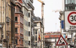 Η πολιτική πενταετούς «παγώματος» ενοικίων στο Βερολίνο σήμαινε ότι τα ενοίκια στο 90% των διαμερισμάτων έπρεπε να παραμείνουν στάσιμα, ενώ όσα υπερέβαιναν το όριο αυτό έπρεπε να μειωθούν (φωτ. EPA).