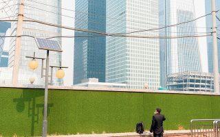 Μόνο μέσα στο πρώτο τρίμηνο του έτους, το Πεκίνο ενέκρινε επενδυτικά σχέδια στους τομείς της ενέργειας, των μεταφορών και της υψηλής τεχνολογίας συνολικού ύψους 45,4 δισ. γουάν, ποσό αντίστοιχο των 7 δισ. δολαρίων.