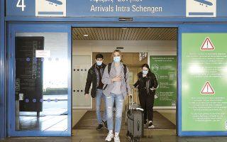 Από τη Δευτέρα οι πολίτες των χωρών της Ε.Ε., της Συνθήκης Σένγκεν, του Ην. Βασιλείου, των ΗΠΑ, των ΗΑΕ, της Σερβίας και του Ισραήλ θα εισέρχονται στην Ελλάδα χωρίς 7ήμερη καραντίνα αν είναι εμβολιασμένοι ή αν έχουν αρνητικό PCR τεστ COVID-19 το οποίο θα έχει διενεργηθεί μέχρι 72 ώρες πριν από την άφιξή τους (φωτ. ΙΝΤΙΜΕ).