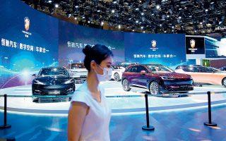 Η China Evergrande συμμετέχει στη διάσημη έκθεση αυτοκινήτου στη Σαγκάη με εννέα μοντέλα (φωτ. REUTERS).
