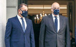 Οι υπουργοί Εξωτερικών και Εθνικής Aμυνας Νίκος Δένδιας και Νίκος Παναγιωτόπουλος θα μεταβούν σήμερα στο Ριάντ, όπου θα γίνουν δεκτοί από τον διάδοχο του θρόνου, πρίγκιπα Μοχάμεντ μπιν Σαλμάν (φωτ. INTIME NEWS).