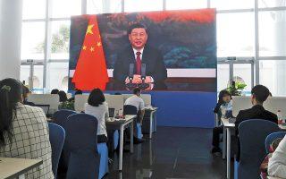 Στο φόρουμ της Χαϊνάν, όπου η ομιλία του προέδρου της Κίνας μεταδόθηκε μέσω βίντεο, συμμετείχαν στελέχη από τις μεγαλύτερες αμερικανικές επιχειρήσεις όπως ο Τιμ Κουκ της Apple, ο Ελον Μασκ της Tesla, ο Στίβεν Σβάρτζμαν της Blackstone και ο Ρέι Ντάλιο της Bridgewater Associates (φωτ. REUTERS).