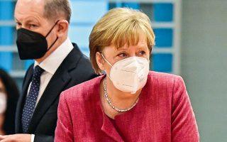 «Iδανικά, θα έπρεπε να είχαμε μια κοινή ευρωπαϊκή προσέγγιση στα lockdowns και στα περιοριστικά μέτρα», δήλωσε η Αγκελα Μέρκελ (φωτ. REUTERS).