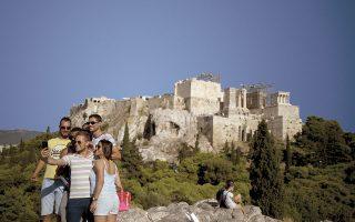 Τα ταξίδια από τις ΗΠΑ προς την Ελλάδα έχουν επιτραπεί από τις 19 Απριλίου, κάτι που, αν δεν υπονομευθεί από την επιδημιολογική κατάσταση, αναμένεται να ενισχύσει σημαντικά τον τουρισμό, ειδικά αυτόν της Αθήνας.