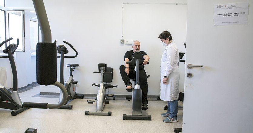 Ο Στέφανος Λόης νόσησε τον Απρίλιο του 2020 και ταλαιπωρήθηκε πολύ από την COVID-19. Αυτή την περίοδο παρακολουθεί ένα ειδικό πρόγραμμα στο Εργαστήριο Αναπνευστικής Αποκατάστασης στο νοσοκομείο «Ευαγγελισμός» για να ανακτήσει ακόμη περισσότερο τις δυνάμεις του. (Φωτ. ΑΛΕΞΙΑ ΤΣΑΓΚΑΡΗ)