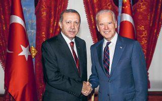 Φωτογραφία αρχείου από τη συνάντηση, τον Νοέμβριο του 2014, του τότε αντιπροέδρου των ΗΠΑ Τζο Μπάιντεν με τον Τούρκο πρόεδρο Ταγίπ Ερντογάν, στην Κωνσταντινούπολη. Εκτοτε, η σχέση τους έχει ψυχρανθεί (φωτ. REUTERS).