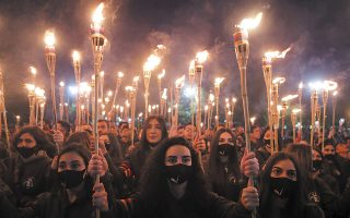 Εικόνα από τη μεγάλη διαδήλωση στη μνήμη των θυμάτων της Γενοκτονίας των Αρμενίων, που έγινε την Πέμπτη στο Ερεβάν. (Φωτ. Vahram Baghdasaryan/Photolure via REUTERS )