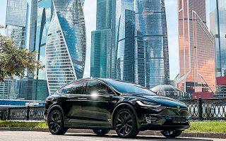 Το α΄ τρίμηνο του έτους η Tesla πούλησε 185.000 αυτοκίνητα, ενώ όλο το έτος πέρυσι είχε πουλήσει 500.000 (φωτ. Reuters).