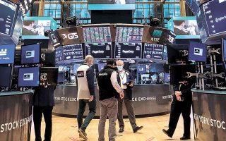 Υπάρχουν σημάδια πως ορισμένες κεφαλαιοποιήσεις κινούνται σε υπερβολικά υψηλά επίπεδα, με αποτέλεσμα οι μετοχές κινεζικών εταιρειών που μπήκαν στις αμερικανικές χρηματιστηριακές αγορές να έχουν σημειώσει τεράστια πτώση λίγο μετά το ΙPO που πραγματοποίησαν το τρέχον έτος (φωτ. AP).