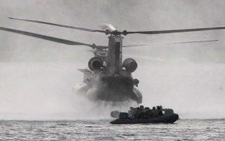 Τα ελικόπτερα τύπου Σινούκ του Στρατού Ξηράς θα αποτελέσουν μαζί με τα γαλλικά NH-90 την αεροπορική ραχοκοκαλιά των ειδικών δυνάμεων (φωτ. ΑΠΕ ΜΠΕ/Γραφείο Τύπου ΥΠΕΘΑ/STR).