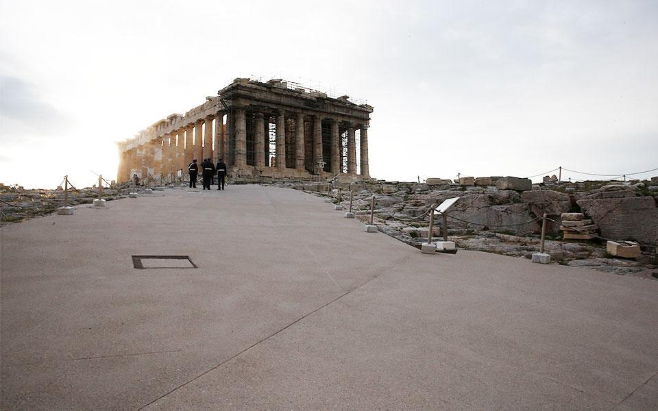 perpatontas-stis-nees-diadromes-tis-akropolis0
