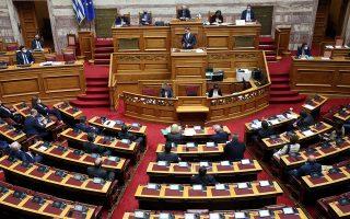«Στόχος της κυβέρνησης είναι να φτάσουμε στο Πάσχα πιο ασφαλείς και στο καλοκαίρι πιο ελεύθεροι», υπογράμμισε ο πρωθυπουργός από το βήμα της Βουλής (φωτ.  ΑΠΕ-ΜΠΕ/ΑΠΕ-ΜΠΕ/Αλεξανδρος Μπελτες).