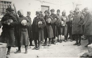 Οι κάτοικοι της Αθήνας έβλεπαν χιλιάδες Τούρκους αιχμαλώτους «να περνούν σαν μπέηδες απολαύοντες των αγαθών της Αττικής φύσεως και της Ελληνικής ελευθερίας», έγραφε αθηναϊκή εφημερίδα. (Φωτ. ΕΘΝΙΚΟ ΙΣΤΟΡΙΚΟ ΜΟΥΣΕΙΟ)