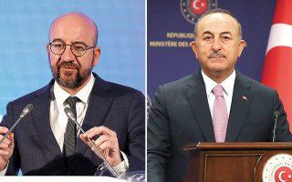 «Η αυστηρή ερμηνεία των κανόνων του πρωτοκόλλου από τις τουρκικές υπηρεσίες προκάλεσε μια δυσάρεστη κατάσταση», υπογράμμισε ο πρόεδρος του Ευρωπαϊκού Συμβουλίου, Σαρλ Μισέλ (αριστερά, φωτ.  REUTERS/Cagla Gurdogan). «Oι υπεύθυνοι του πρωτοκόλλου είχαν συναντηθεί από πριν και έγιναν όλα σύμφωνα με τις υποδείξεις και τα αιτήματα των Ευρωπαίων», δήλωσε ο Tούρκος υπουργός Εξωτερικών (δεξιά, φωτ. Cem Ozdel/Turkish Foreign Ministry via A.P., Pool).