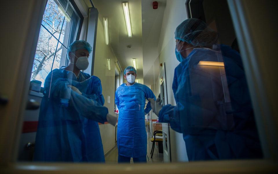 Κορωνοϊός: 2.759 νέα κρούσματα, 75 θάνατοι