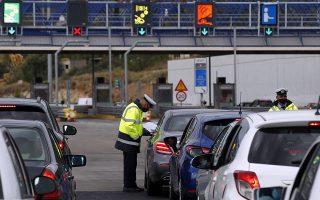 Από τις 6 το πρωί της Μεγάλης Τρίτης έως την αντίστοιχη ώρα της Μεγάλης Τετάρτης 220 αυτοκίνητα υποχρεώθηκαν σε αναστροφή προς την Αθήνα (φωτ. ΑΠΕ-ΜΠΕ/ΑΛΕΞΑΝΔΡΟΣ ΒΛΑΧΟΣ)