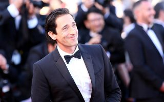 the-hollywood-gawker-o-adrien-brody-provarei-armani