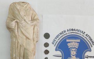 syllipsi-archaiokapiloy-kateiche-agalma-tis-theas-ygeias-kai-archaia-nomismata0