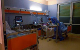 Η υποστήριξη και η αποφόρτιση του υγειονομικού προσωπικού μέσω των ομάδων Balint θα ήταν ιδιαίτερα επωφελείς για τους ασθενείς και ενισχυτικές για το Σύστημα Υγείας. (Φωτ. ASSOCIATED PRESS)