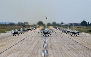 H 117 Πτέρυγα Μάχης στην Ανδραβίδα, όπου φιλοξενείται η αεροπορική άσκηση «Ηνίοχος» (φωτ.), είναι γνώριμη στους Αμερικανούς που έχουν εξοικειωθεί με τη βάση, ενώ η γεωγραφική τοποθεσία της είναι τέτοια ώστε επιτρέπει ταχεία ανάπτυξη δυνάμεων από άλλες χώρες της Ευρώπης, κυρίως από την Ιταλία. (Φωτ. U.S. Air Force photo by Airman 1st Class Thomas S. Keisler IV)