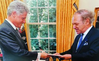 Ο Αλέξανδρος Φίλων με τον πρώην πρόεδρο των ΗΠΑ Μπιλ Κλίντον.