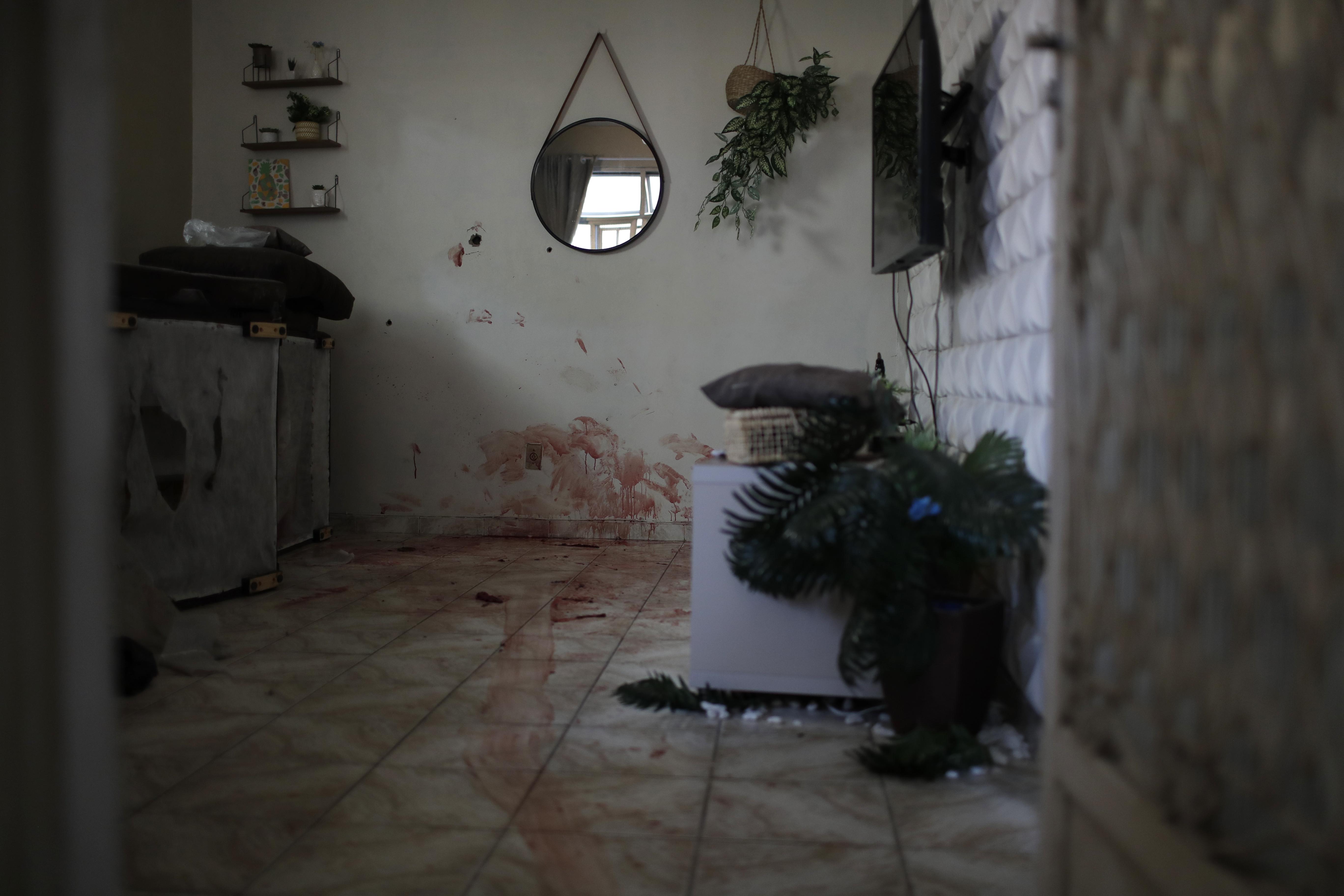 i-pio-aimatiri-astynomiki-epicheirisi-se-favela-toy-rio-me-dekades-nekroys-fotografies5