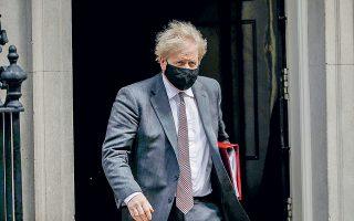 O Βρετανός πρωθυπουργός Μπόρις Τζόνσον δεν αποκλείει την κατάργηση των μέτρων κοινωνικής αποστασιοποίησης και κυρίως της διατήρησης απόστασης ενός μέτρου μετά την 21η Ιουνίου (φωτ. A.P. Photo/Matt Dunham).