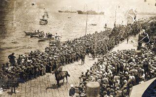 Ελληνικά στρατεύματα στην προκυμαία της Σμύρνης. Η μεγάλη περιπέτεια που ξεκίνησε με μεγάλα όνειρα για την Ελλάδα τον Μάιο του 1919, δύο χρόνια μετά μεταβλήθηκε δραματικά τόσο σε στρατιωτικό όσο και σε διπλωματικό επίπεδο. (Φωτ. ΕΘΝΙΚΟ ΙΣΤΟΡΙΚΟ ΜΟΥΣΕΙΟ)