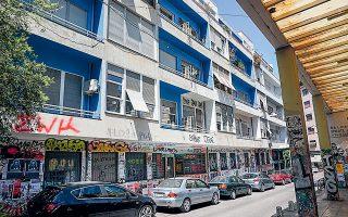 Η προπολεμική Μπλε Πολυκατοικία, επί της οδού Αραχώβης. Εργο του Κ. Παναγιωτάκου (Φωτογραφίες ΝΙΚΟΣ ΒΑΤΟΠΟΥΛΟΣ).