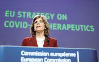 Ο Ευρωπαϊκός Οργανισμός Φαρμάκων «θα μπορούσε να ξεκινήσει επτά νέες κυλιόμενες αξιολογήσεις έως το τέλος του έτους», ανέφερε η επίτροπος Υγείας της Ε.Ε. Στέλλα Κυριακίδου (φωτ. Kenzo Tribouillard, Pool via A.P.).
