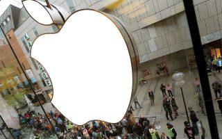Την περασμένη εβδομάδα η Apple ανακοίνωσε ότι η έλλειψη επεξεργαστών έχει πλήξει την παραγωγή της σε iPad και σε υπολογιστές και ενδέχεται να της κοστίσει έως και 4 δισ. δολάρια από τη μείωση των πωλήσεών της (φωτ. AP).