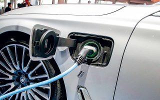 Το 2020 οι πωλήσεις ηλεκτρικών Ι.Χ. σε Ε.Ε. και Κίνα εκτινάχθηκαν, αλλά οι περιβαλλοντικές οργανώσεις ζητούν από τις κυβερνήσεις αυστηρότερες προδιαγραφές ρύπων για να παρακινηθούν οι οδηγοί να αγοράζουν ηλεκτρικά.